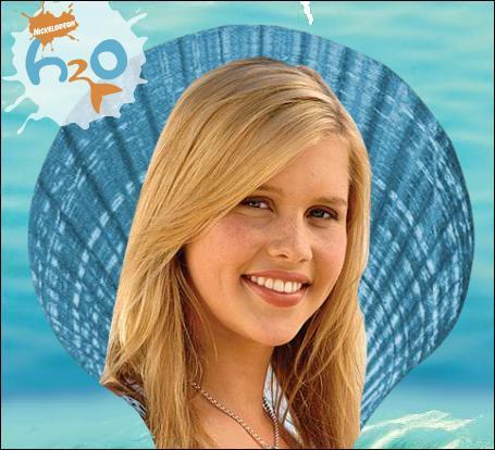 En 2006, elle fait ses débuts d'actrice dans la série « H2O », mais elle quitte la série au bout de deux saisons pour jouer dans un film. Quel était son rôle dans cette série ?