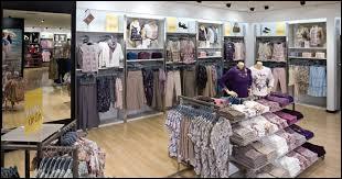 Quel était le nom d'une marque française de vêtements qui connue le succès dans les années 90 avant d'être rachetée par une marque turque ?