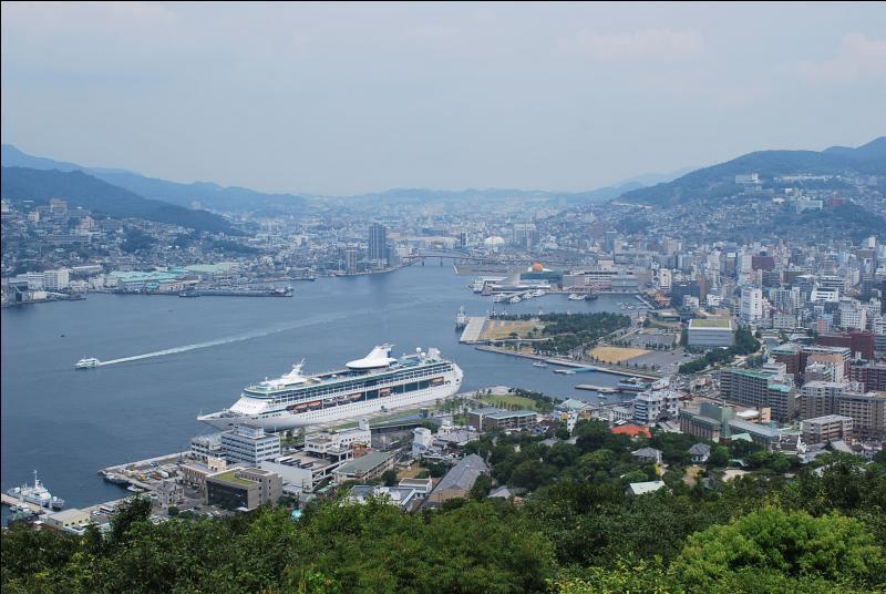 """""""Nagasaki"""" fut la première ville japonaise détruite par la bombe atomique lancée le 6 août 1945."""