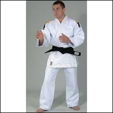 Au judo, comment s'appelle la tenue portée par un judoka ?