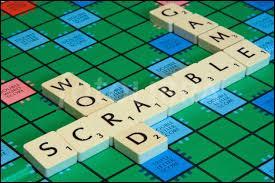"""Combien de cases au total compte le plateau du jeu du """"Scrabble"""" ?"""