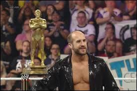 Qui est le catcheur qui a gagné le Royal Rumble en l'honneur d'André The Giant ?