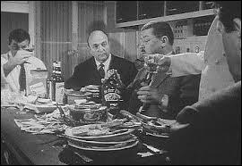 (F. Blanche) : D'accord, d'accord, je dis pas qu'à la fin de la guerre, Jo le Trembleur, il avait pas un peu baissé ; mais n'empêche que pendant les années terribles, sous l'Occup', il butait à tout va ! Il a quand même décimé toute une division de Panzers ! Ah ! (B. Blier) : Il était dans les chars ? (F. Blanche) : Non ! ----------------------- ! Sois à ce qu'on t'dit !