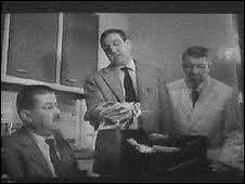 (F. Blanche) : Charmante soirée, n'est-ce pas ? Vous savez combien ça va nous coûter ? 2 000 francs nouveaux. (L. Ventura) : Y'en a qui gaspillent et y'en a d'autres qui collectent ! Qu'est-ce que vous dites de ça, hein ? (R. Dalban) : Faudrait encore ------------------, ils partent bien ceux-là !