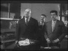 (J. Lefebvre) : J'te disais que cette démarche ne s'imposait pas. Au fond maintenant, les diplomates prendraient plutôt le pas sur les hommes d'action. L'époque serait aux tables rondes et à la détente, hein ? Qu'est-ce que t'en penses ? (L. Ventura) : J'dis pas non.(B. Blier) : Mais dis donc, on est tout de même pas venu pour ----------------- !