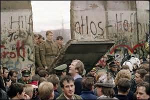 Quelles sont les conséquences de la chute du mur de Berlin le 9 novembre 1989 ?
