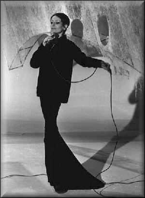 """Qui a écrit la chanson de Barbara """"Pour une longue dame brune, j'ai inventé une chanson au clair de la lune..."""" ?"""