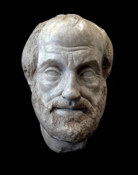 Philosophe légendaire de l'humanité, il enseigna au précédent. Il a l'air plutôt sympathique sur ce buste, mais mon instinct me dit qu'il devait être assez rigoureux comme prof.