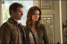 La fille de Katherine a longtemps manipulé ce jeune homme innocent. Ils ont fini par tomber amoureux mais sans savoir si leurs sentiments étaient réels. Qui sont-ils ?