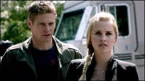 Cette jeune fille a longtemps craqué pour ce jeune homme. Mais il la trouvait tellement cruelle qu'il la reniait. Qui sont ces deux tourtereaux ?