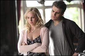 Ce couple s'est formé au cours de la saison 5. La jeune femme ne voulait pas voir les sentiments qu'elle éprouvait pour ce garçon. Comment se nomment-ils ?