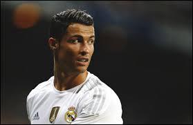 Comment s'appelle ce joueur, un des meilleurs joueurs du monde ?