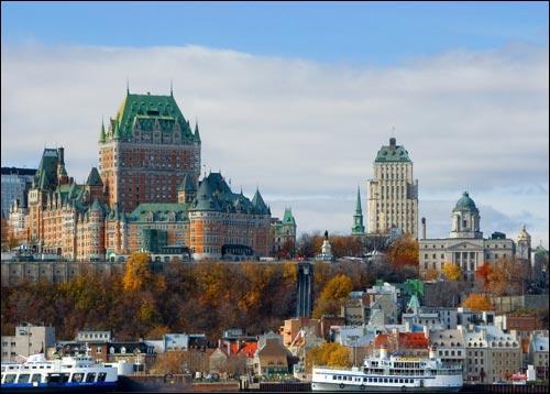 """Le Français Samuel de Champlain a fondé """"Québec"""", ville du Canada, en 1608."""