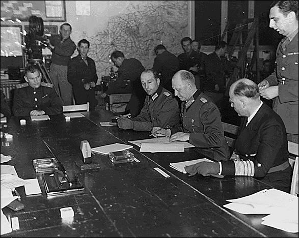 """C'est à """"Reims"""", ville marnaise, que fut signée la capitulation de la Wehrmacht le 7 mai 1945."""