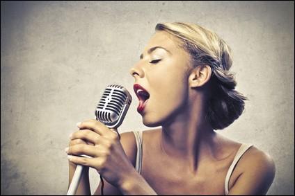 """Avant d'ouvrir le bal au bras de mon mari, je lui chanterai """"S'il suffisait d'aimer"""". De qui est cette chanson ?"""