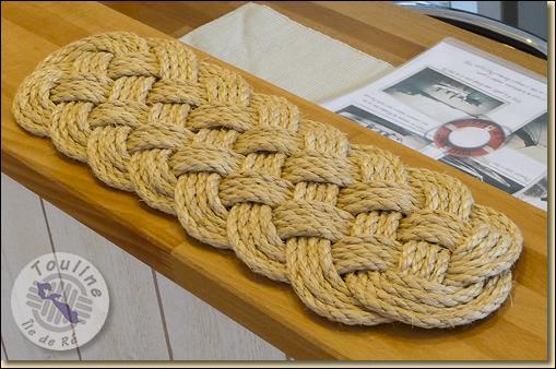 Celui-ci s'utilisait pour tresser les paillassons sur les navires (le plus gros était disposé à la porte du capitaine), que l'on appelait ainsi ----- (Complétez ! )
