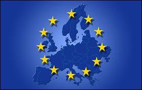Quel événément crée l'Union européenne, grand marché intérieur où circulent librement les marchandises, les services et les personnes ?