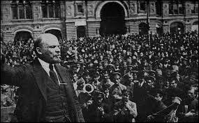Coup d'État bolchévique organisé par Lénine et Trotski. Mise en place par Lénine du régime communiste en Russie, le premier dans l'histoire. De quoi parle-t-on ?