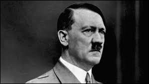 """Qui est ce chef du parti nazi qui met en place un régime totalitaire fondé sur le culte du chef, la supériorité de la """"race"""" aryenne, l'antisémitisme et la conquête de l'espace vital, qui mène à la Seconde Guerre mondiale ?"""