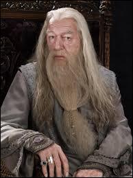 Je suis le directeur de Poudlard. Je suis une vieil homme très sage, et j'ai découvert les 12 usages du sang de dragon. J'aime beaucoup Harry et je suis mort tué par un homme en qui j'avais confiance (en fait, il m'a tué sur mon ordre). Qui suis-je ?