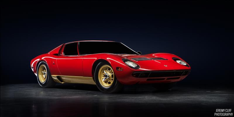 Combien d'exemplaires de la Lamborghini Miura ont été fabriqués ?