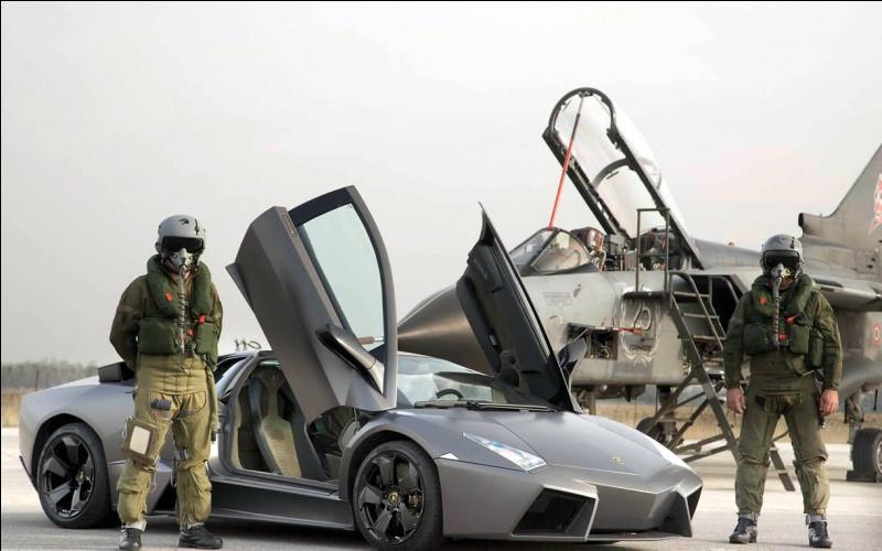 De quel l'avion de chasse est inspirée la Lamborghini Reventón ?