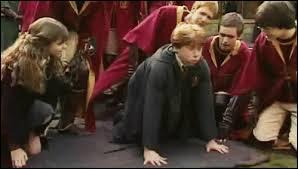 Quel sort Ron lance-t-il sur Drago (le sort se retourne contre lui) ?