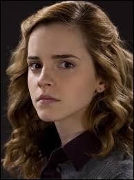 Pour quelle raison Hermione suit-elle plus de cours que les autres ?