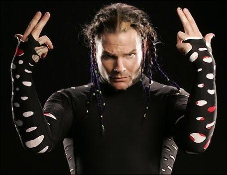 Laquelle de ces prises n'est pas de Jeff Hardy ?