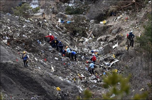 Le 24 mars, le vol 9525 de la Germanwings s'écrase sur un flan de montagne du massif des Trois-Évêchés dans les Alpes. Quelle fut la cause de ce crash aérien ?