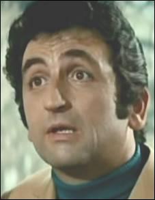 L'un des acteurs fétiches de Louis de Funès campant les costauds, je suis ?