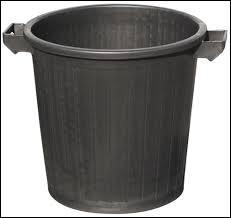 C'est en 1884 que le préfet de la Seine rédige une loi obligeant les Parisiens à stocker leurs déchets dans un récipient en fer blanc. Il s'appelait Poubelle, mais quel était son prénom ?