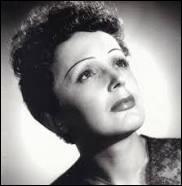Édith Piaf est une grande chanteuse française. Son père venait de Normandie ; sa mère avait des origines marocaines et...