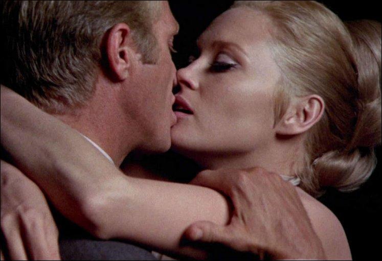 Steve McQueen était à lui seul une icône de la sensualité du cinématographe, alors avec Faye Dunaway. Mais c'était dans quel film de 1968 ?