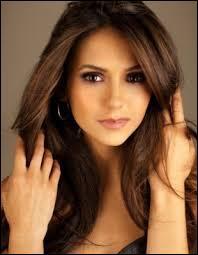 Qui Elena a-t-elle aimé en dernier ?