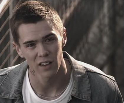 Comment se nommait le demi-frère de Nathan apparu dans la seconde saison ?