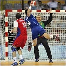 Quelle est, en minutes, la durée totale d'un match de handball ?