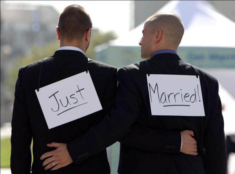 La Cour suprême des États-Unis, le 26 juin, a rendu une décision historique qui allait enfin légaliser sur tout le territoire américain le mariage gai. Cet immense président qu'est Obama, l'histoire le prouvera, a déclaré suite à ce jugement :