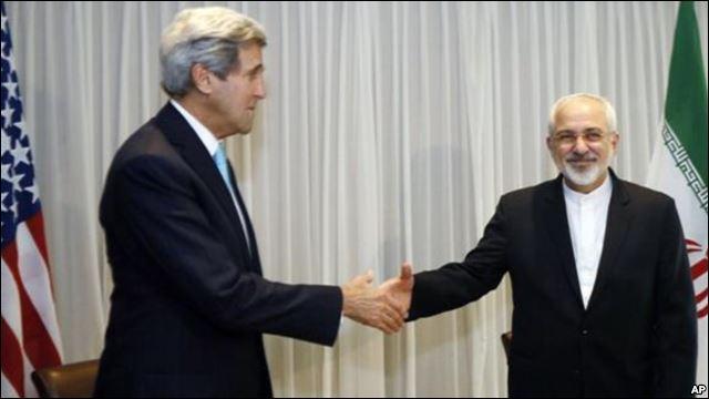 """C'est l'autre poignée de mains célèbre de l'année 2015 ; Barack Obama a entériné cet accord malgré les protestations des Républicains qui """"craignent de craindre"""" et perdent ainsi le hochet de la peur à agiter au-dessus des masses. C'est l'accord historique sur le nucléaire iranien. Quelles sont les grandes puissances qui l'ont signé mettant en route un processus irréversible ?"""