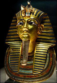 Ce chef-d'oeuvre de l'orfèvrerie égyptienne vaut son pesant d'or...10, 3 kg précisément ! Dans quel musée peut-on admirer le masque funéraire de Toutankhamon ?