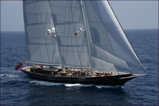"""Voici le """"Météore"""", l'un des yachts les moins chers de cette sélection. Combien coûte t-il à votre avis ?"""