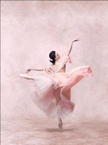 Quel peintre impressionniste avait l'habitude de représenter des danseuses ?