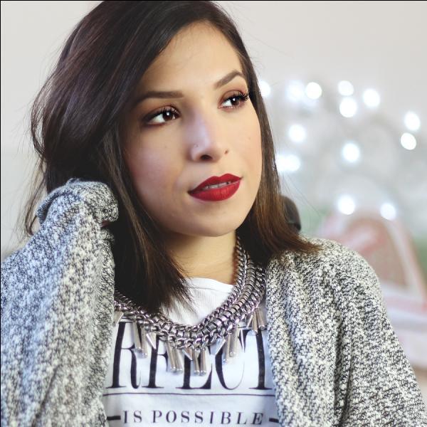 Elsamakeup a fait un partenariat pour créer sa collection de pinceaux et de rouges à lèvres, avec la marque :