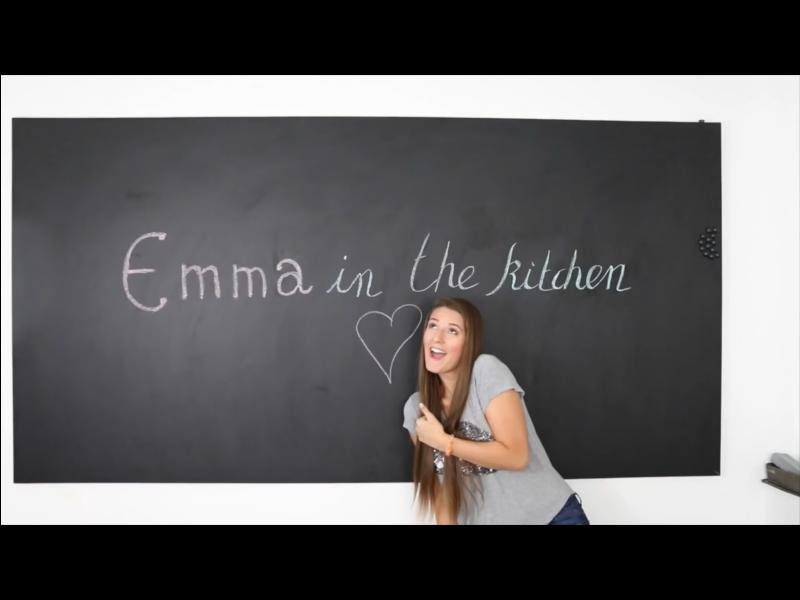 Avec qui EmmaCakeCup tient-elle sa chaîne de cuisine ?