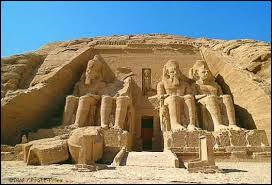 Quel pharaon a construit les temples d'Abou Simbel ?