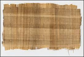 Comment s'appelle le papier utilisé sous l'Égypte ancienne ?