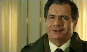 """Le voici dans """"Flic ou Voyou"""", aux côtés de Jean-Paul Belmondo. Dans ce film, il joue le rôle ..."""