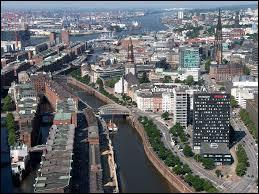 « À Hambourg . » répond à la question :