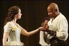 C'est dans un recueil de nouvelles écrites par un philosophe italien que Shakespeare puisa l'histoire tragique de sa pièce de théâtre.