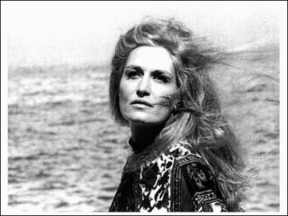 De son côté Dalida, de son vrai nom Yolanda Cristina Gigliotti est née :